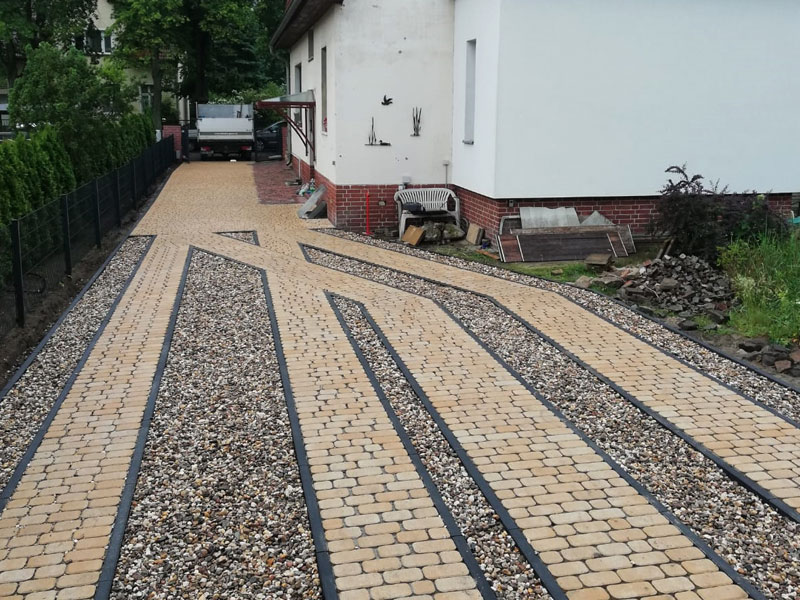 Garten Landschaftsbau Pflasterweg fertig